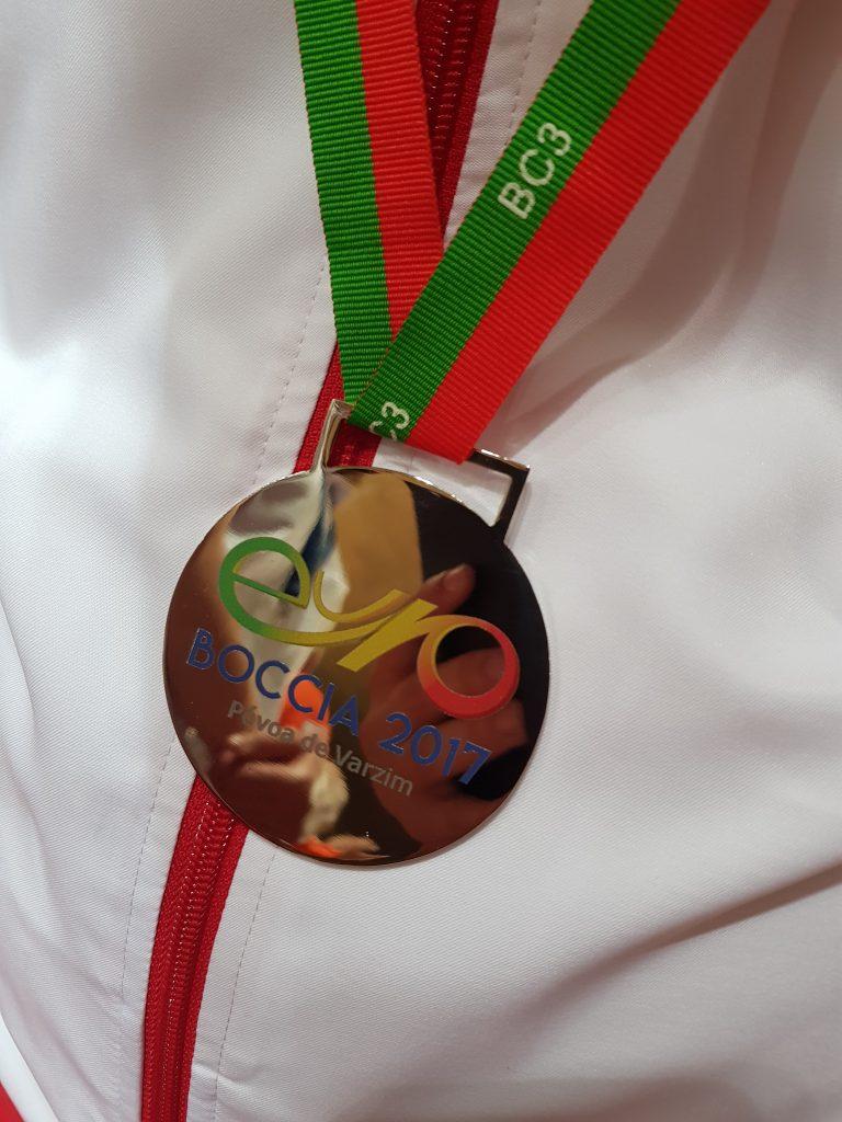 Damian Iskrzycki i jego medal