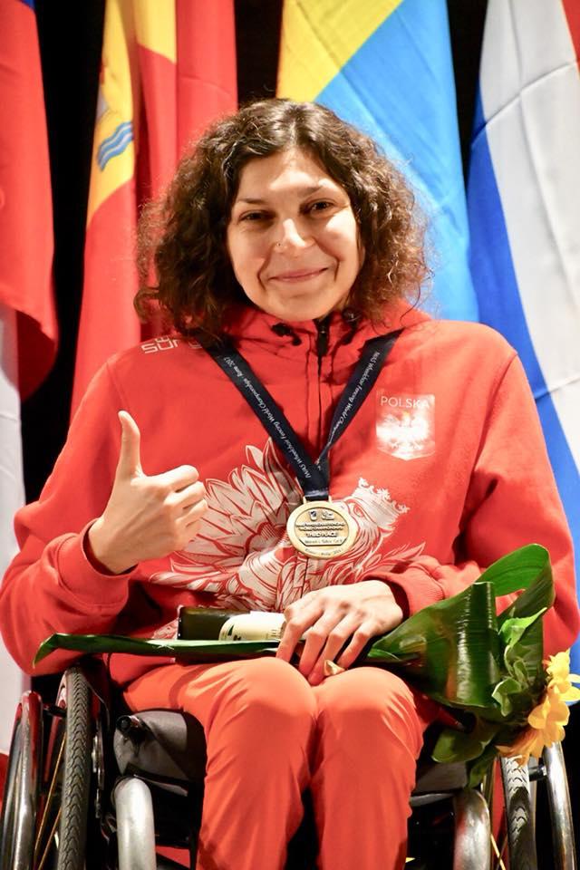 Patrycja Haręza z medalem