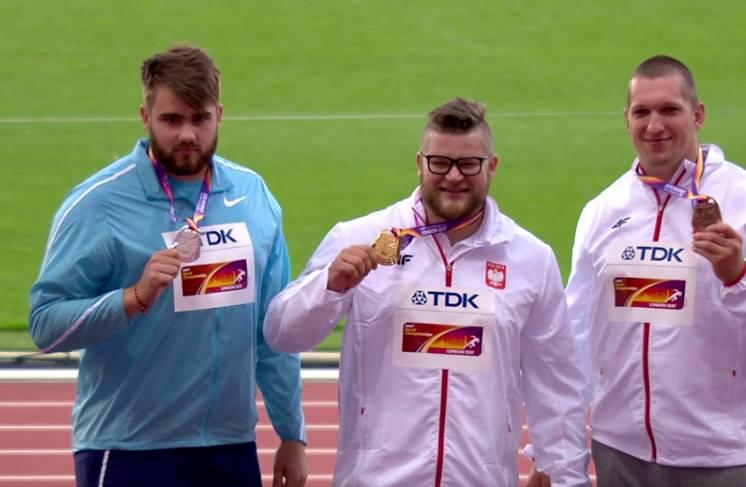 Wojciech Nowicki pierwszy z prawej