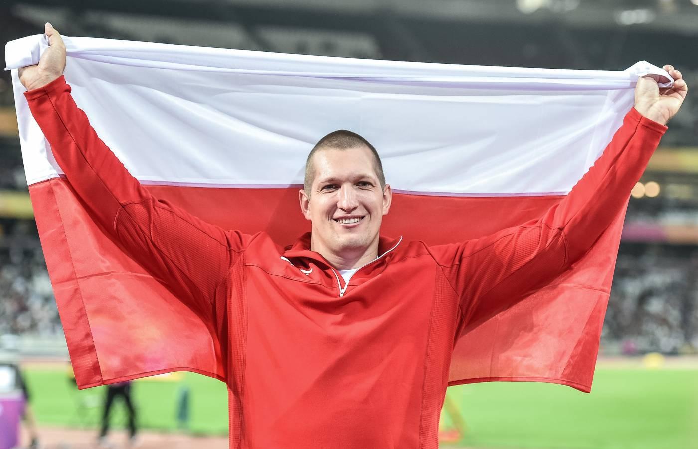 Wojciech Nowicki z flagą