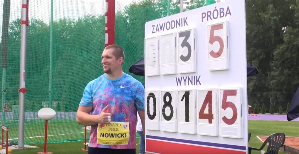 Wojciech Nowicki na tle swojego wyniku