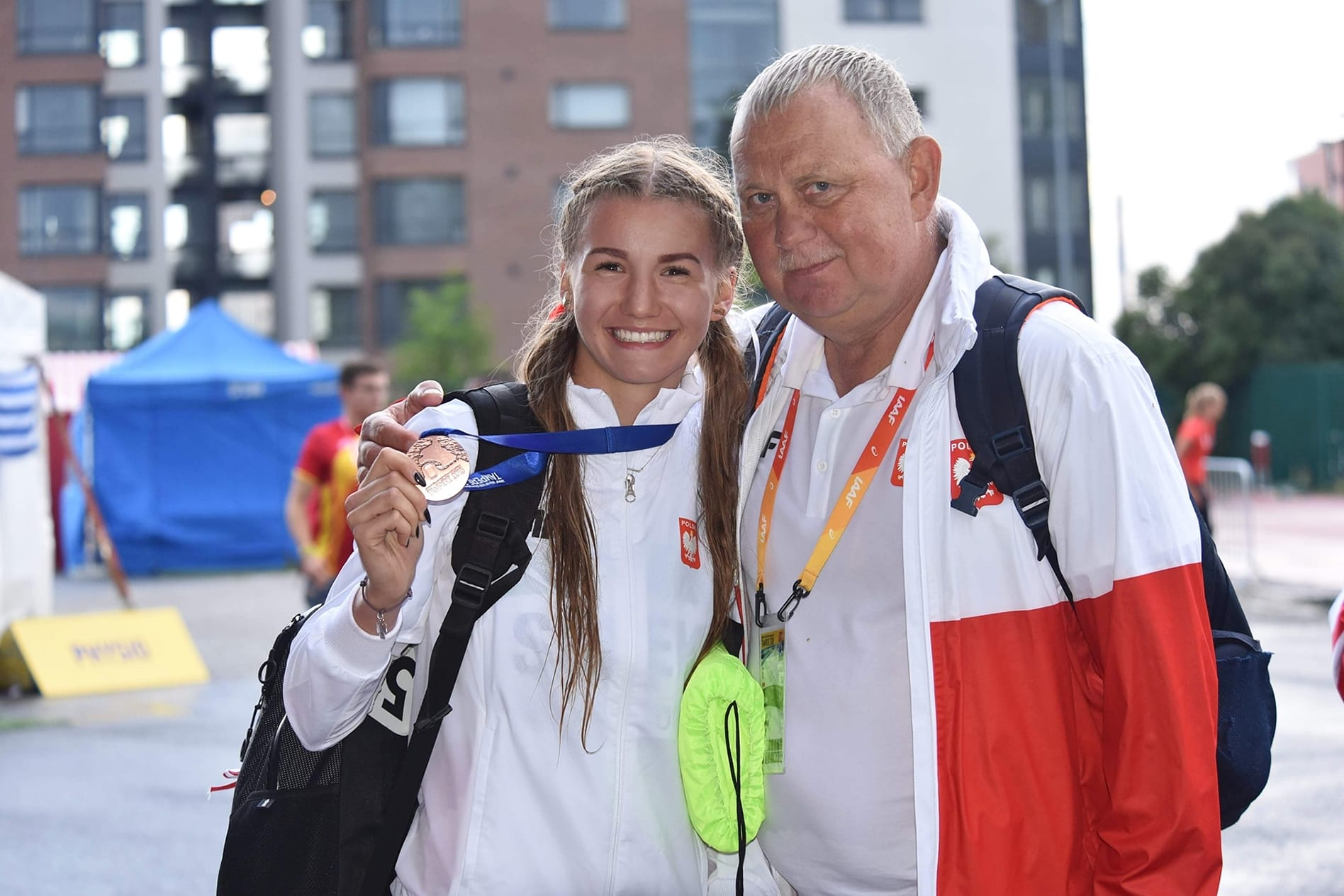Adrianna Sułek wraz z trenerem