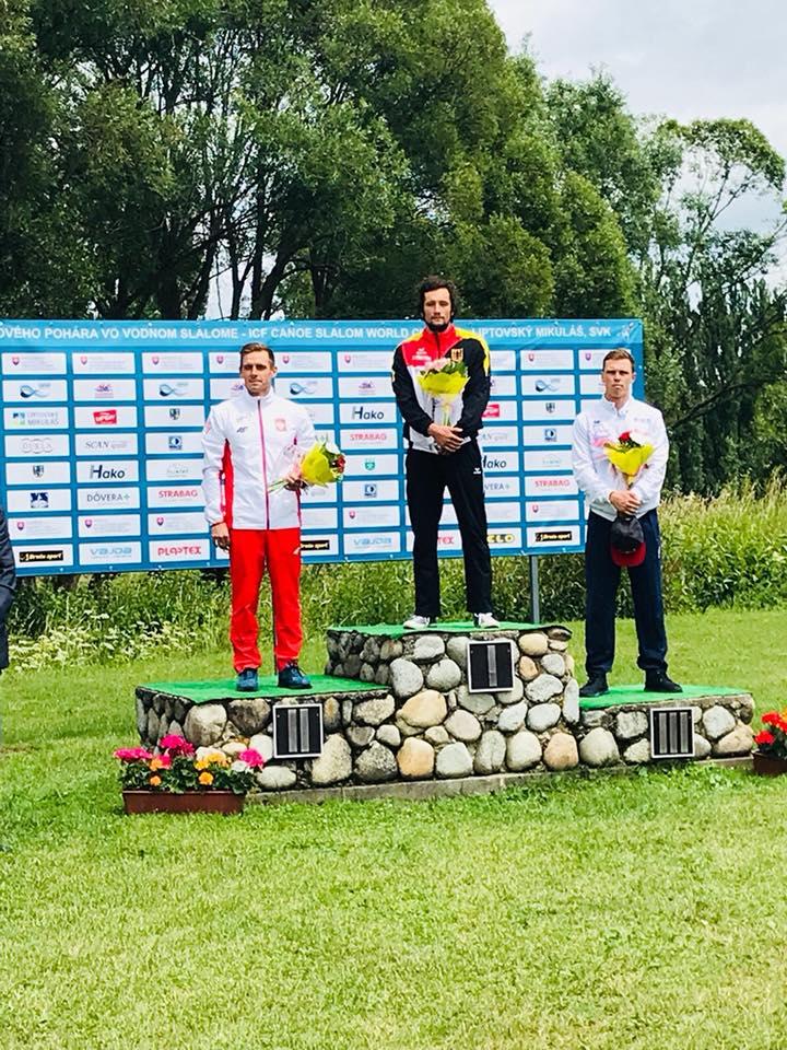 Dariusz Popiela z medalem