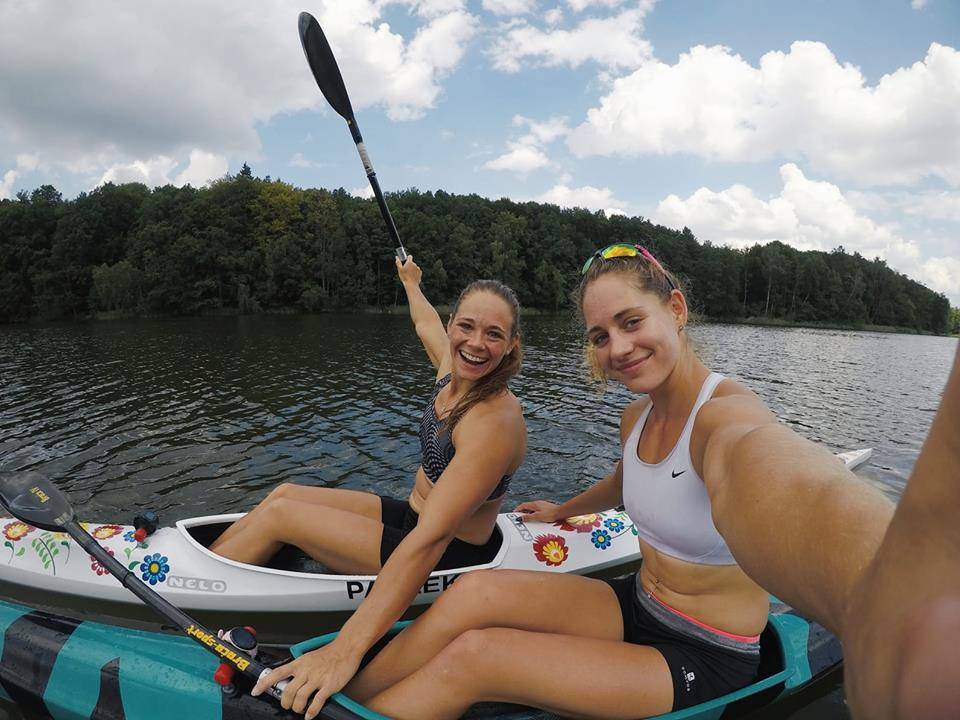 Justyna Iskrzycka i Paulina Paszek na treningu