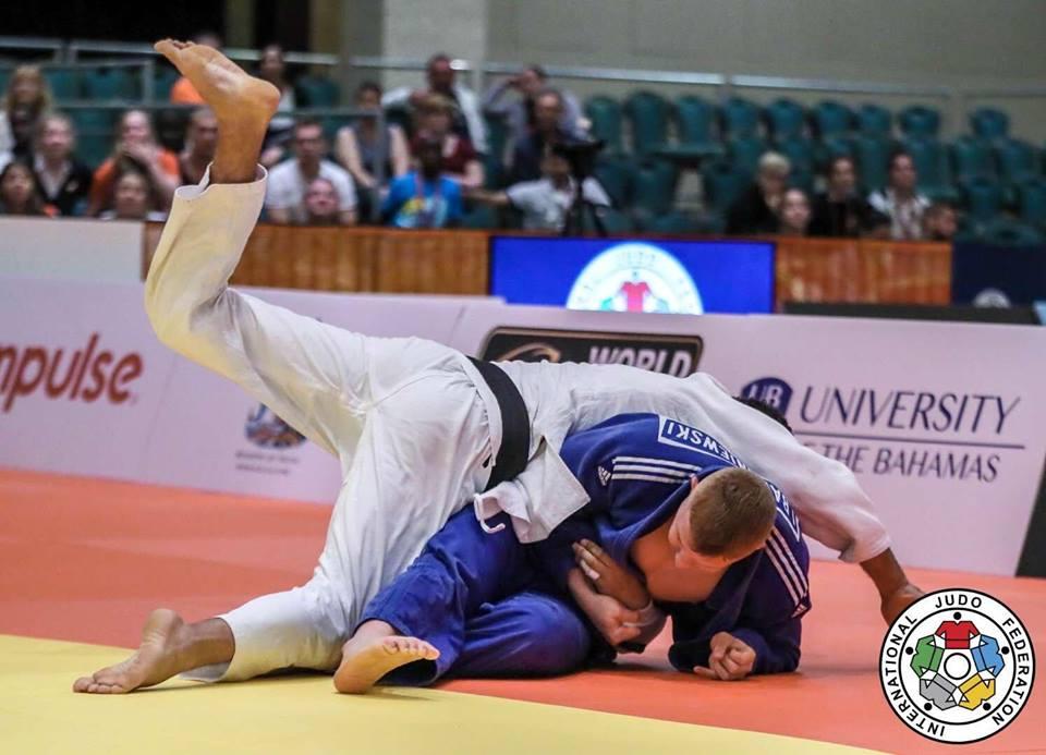 Iwo Baraniewski walczy na tatami