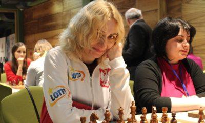Monika Soćko podczas partii szachowej