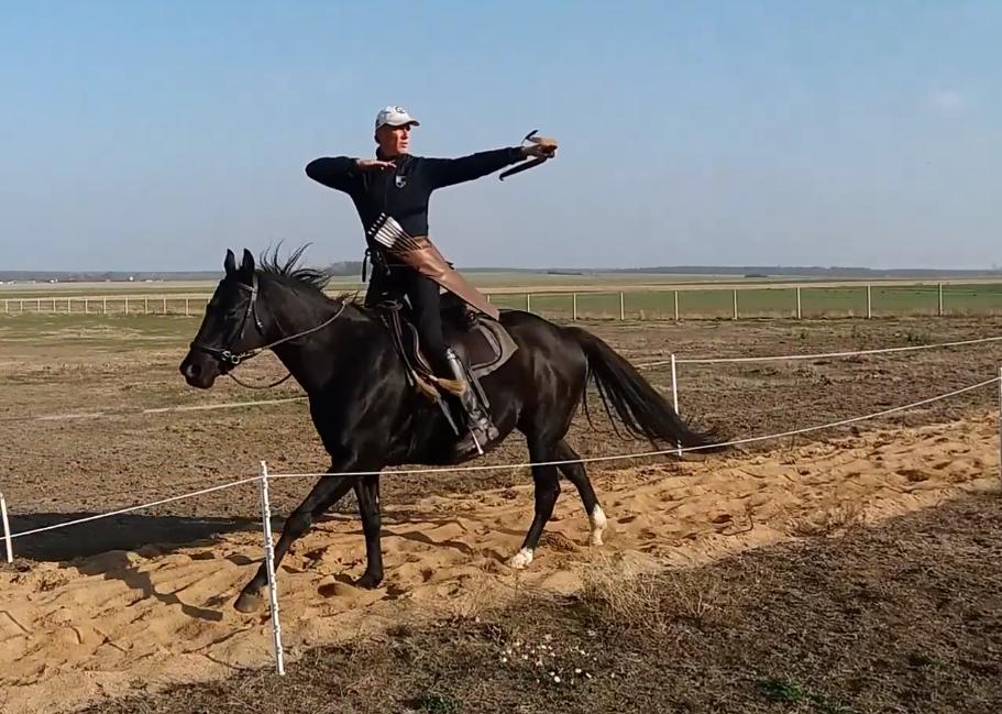 Wojciech Osiecki na koniu