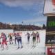 Monika Skinder i Justyna Kowalczyk na starcie sprintu drużynowego, sztafeta