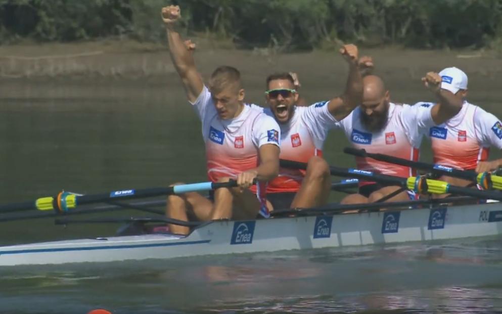 Mateusz Wilangowski, Mikołaj Burda, Marcin Brzeziński i Michał Szpakowski celebrują sukces